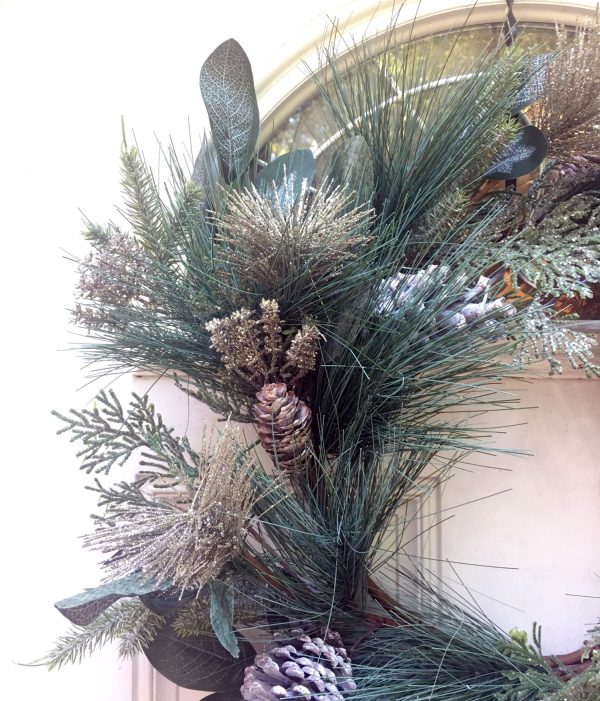Champagne-Wreath-Base-closeup